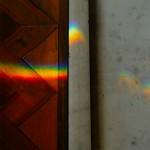 暖炉に差し込む虹